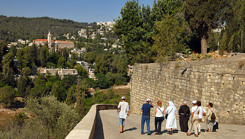 Wisi-israel-walking-3
